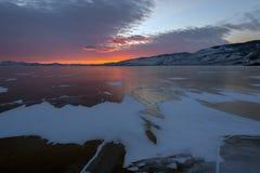 Solnedgång över sprickaBaikal is Fotografering för Bildbyråer