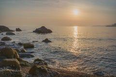 Solnedgång över St Stephen ` s i Montenegro Arkivfoton