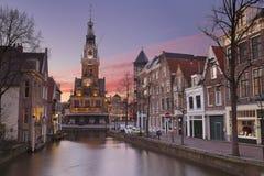Solnedgång över staden av Alkmaar, Nederländerna Royaltyfria Bilder