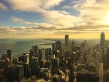 SOLNEDGÅNG ÖVER STADEN, CHICAGO Arkivfoto