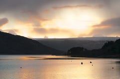 Solnedgång över Sunart Arkivfoto