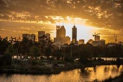 Solnedgång över svanfloden Royaltyfria Bilder