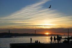 Solnedgång över Tagus, Lissabon, Portugal Arkivbild
