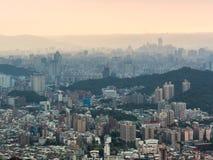 Solnedgång över Taipei Arkivfoton