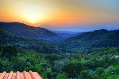 Solnedgång över Tuscan bygd - Italien Arkivbild