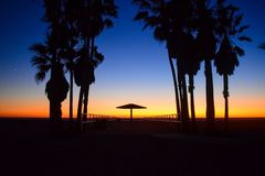 Solnedgång över USA stranden i Los Angeles, Kalifornien royaltyfria bilder