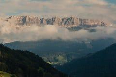 Solnedgång över Val Gardena i Dolomites Royaltyfri Foto