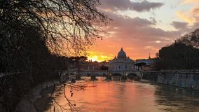 Solnedgång över Vaticanen stock video