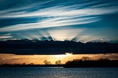 Solnedgång över washland Royaltyfri Foto