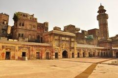 Solnedgång över Wazir Khan Mosque Lahore, Pakistan royaltyfri foto