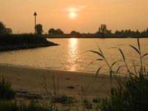 Solnedgång Ameiden, Nederländerna Royaltyfria Foton
