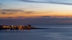 Solnedgång av den La Jolla stranden med röd himmel, Kalifornien Royaltyfri Bild