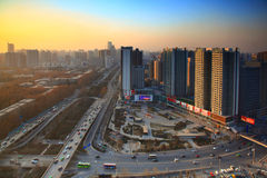Solnedgång av den moderna staden Royaltyfria Foton