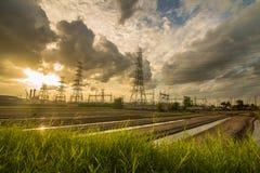 Solnedgång av kraftstationen arkivbilder