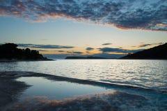 Solnedgång av kusten av Kroatien Arkivfoton