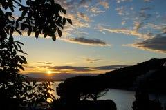 Solnedgång av kusten av Kroatien Royaltyfri Bild