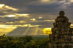Solnedgång av Phnom Bakheng, Angkor Wat, Cambodja Arkivfoto