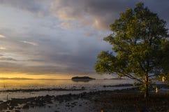 Solnedgång av Pulau Ketam Malaysia fotografering för bildbyråer