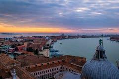 Solnedgång av Venedig, Italien arkivfoton