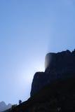 Solnedgång bak det schweiziska berget Royaltyfri Foto