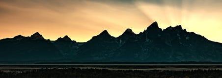 Solnedgång bak Tetonsen, Wyoming royaltyfri bild