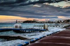 Solnedgång efter stormen i det Marmara havet - Turkiet Royaltyfri Foto
