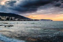 Solnedgång efter stormen i det Marmara havet - Turkiet Royaltyfria Bilder