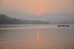 Solnedgång eller soluppgång på den sångKalia floden Royaltyfri Foto