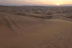 solnedgång för ökendubai dyner Fotografering för Bildbyråer