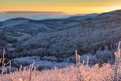 Solnedgång för Balkan berg Arkivfoton