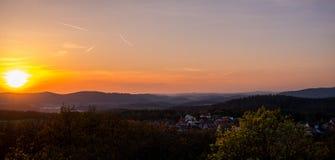 solnedgång för berg för hdrbildliggande majestätisk för republiktown för cesky tjeckisk krumlov medeltida gammal sikt Royaltyfri Foto