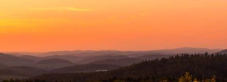 solnedgång för berg för hdrbildliggande majestätisk för republiktown för cesky tjeckisk krumlov medeltida gammal sikt Royaltyfri Bild