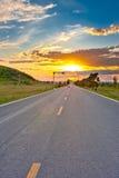 solnedgång för bilkörning Royaltyfri Foto