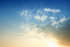 solnedgång för blå sky Arkivfoto