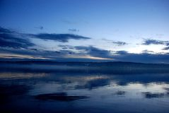 solnedgång för blå sky Arkivfoton