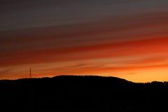 solnedgång för färgbrandkull arkivfoton