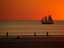 solnedgång för fartygbroomesegling Arkivbild