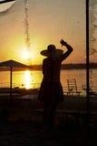 solnedgång för flickanaturrest Arkivbilder