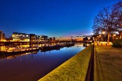 solnedgång för grupplondon flod Arkivbilder