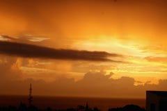 Solnedgång för himmelhavsnatt arkivfoto