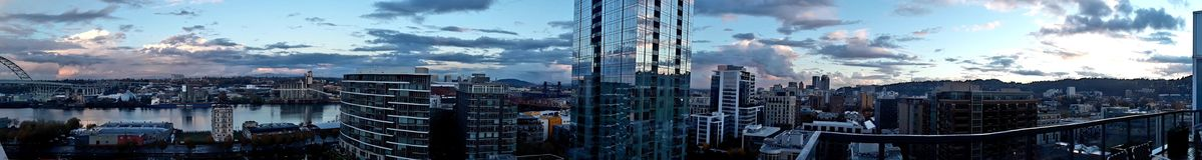 Solnedgång för horisont för panoramaNW Portland Oregon fotografering för bildbyråer