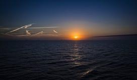 Solnedgång för kryssningskepp som lämnar precis Galveston Royaltyfria Foton