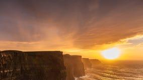 solnedgång för moher för clare klippaco ireland Clare Ireland Arkivfoto