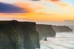 solnedgång för moher för clare klippaco ireland Clare Ireland Royaltyfria Bilder