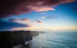 solnedgång för moher för clare klippaco ireland Clare Ireland Europe Fotografering för Bildbyråer