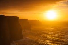 solnedgång för moher för clare klippaco ireland Clare Ireland Europe Arkivbilder