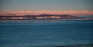 Solnedgång för paradis för vinter för norra polcirkeln för Alaska Volcanoesberg norr Arkivfoto