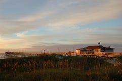 solnedgång för pir för strandfiskenc Royaltyfri Bild