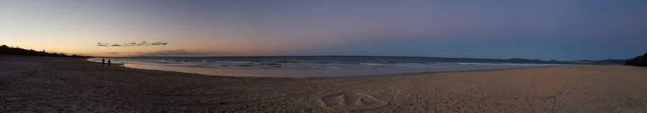 Solnedgång för regnbågestrandvinter Royaltyfri Fotografi