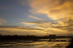 solnedgång för spegelreflexion Arkivfoto